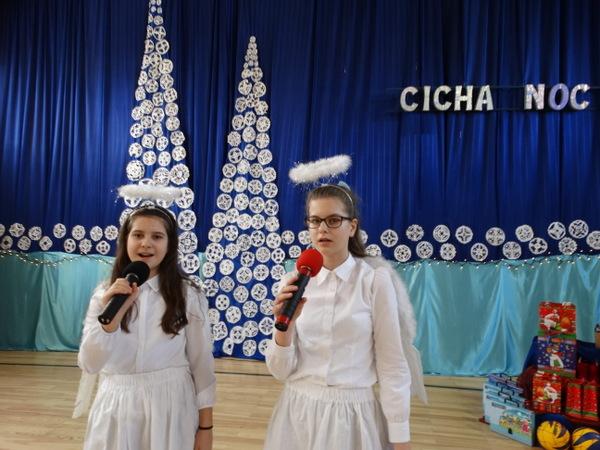 Fotografie z artykułu: I miejsce dla duetu z naszego chóru! Rejonowy Konkurs Kolęd i Pastorałek.