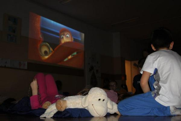 Fotografie z artykułu: Noc zuchowa z przedszkolakami.