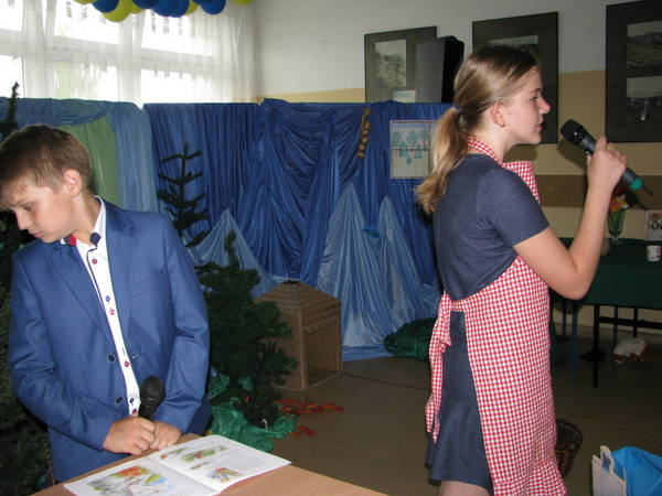 Fotografie z artykułu: Czerwony Kapturek w naszej szkole mówi po angielsku