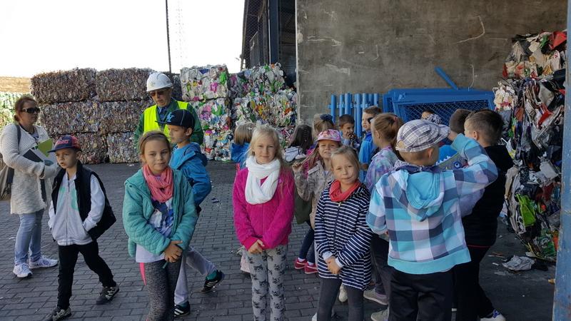 Fotografie z artykułu:  'Tropiciele odpadów' warsztaty ekologiczne