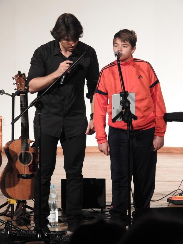 Fotografie z artykułu: Lekcja muzyki z 'żółtym psem'!