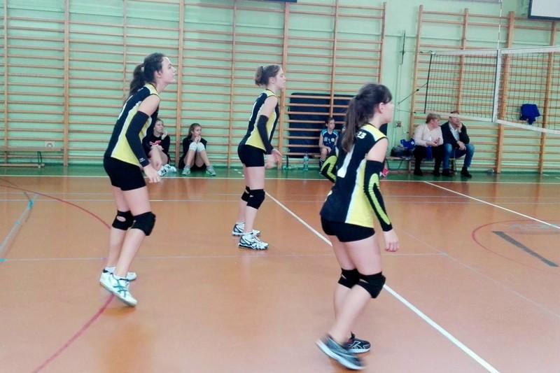 Fotografie z artykułu: I miejsce naszych siatkarek w turnieju w SP3.