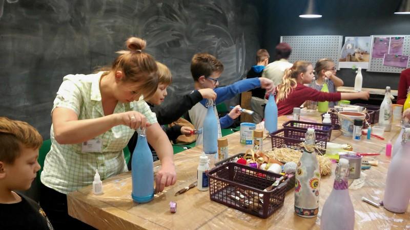 Fotografie z artykułu: Klasa 4a w Twórczej Pracowni w Leroy Merlin.