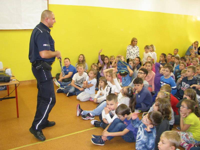 Fotografie z artykułu: Spotkanie z policjantem.