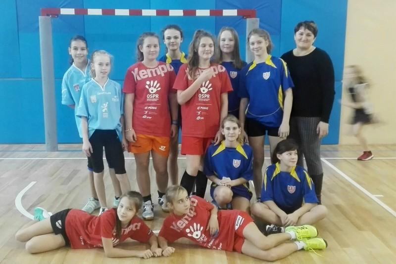 Fotografie z artykułu: Płockie Igrzyska Młodzieży Szkolnej w Piłce Koszykowej Dziewcząt