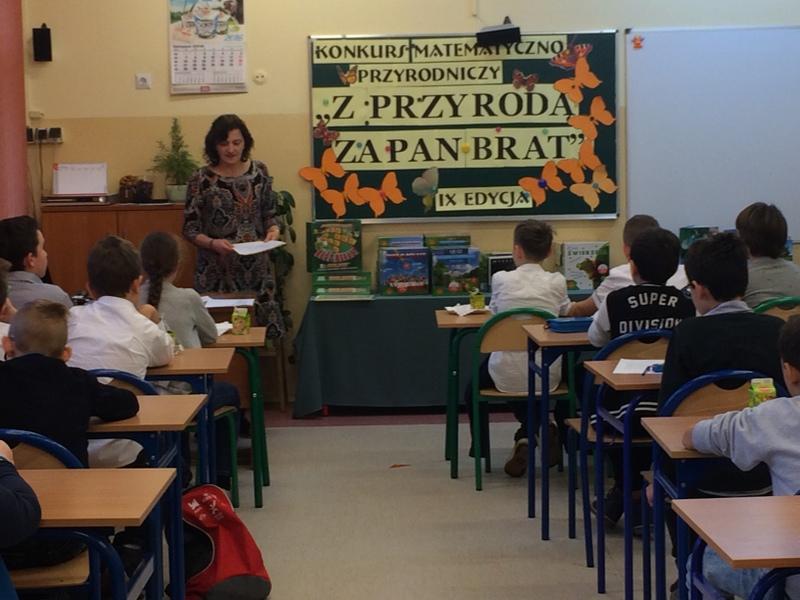 """Fotografie z artykułu:  IX edycja Międzyszkolnego Konkursu Matematyczno-Przyrodniczego """"Z przyrodą za pan brat""""."""