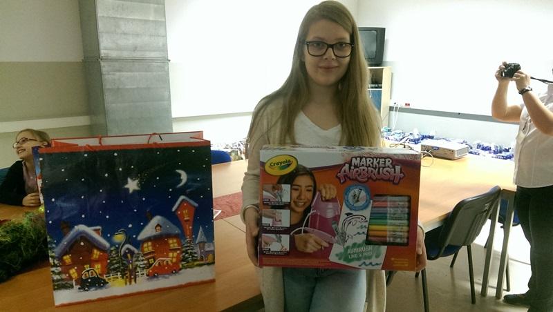 Fotografie z artykułu: Konkurs plastyczny Kartka świąteczna z surowców wtórnych