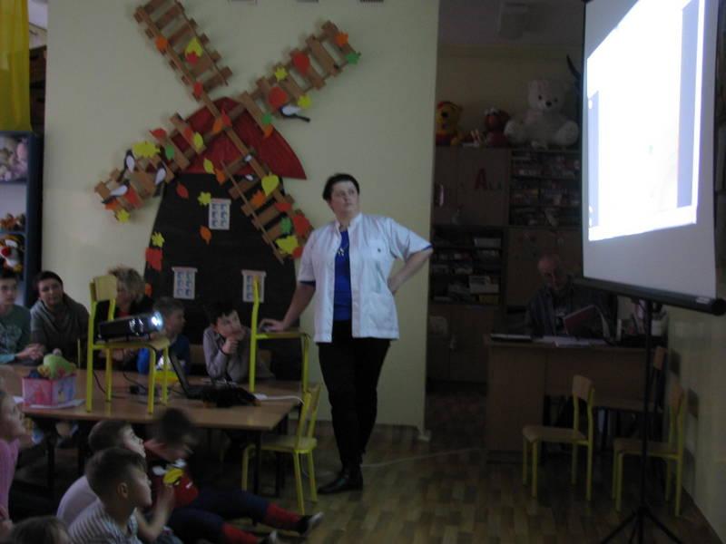 Fotografie z artykułu: Spotkanie z dietetykiem w szkolnej świetlicy.