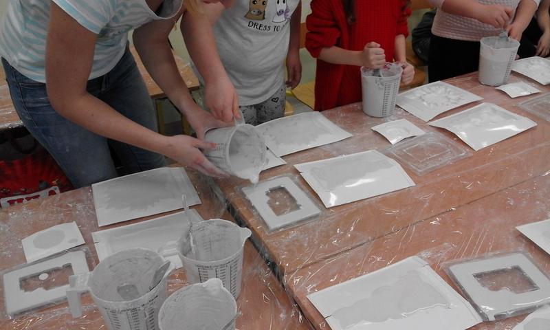 Fotografie z artykułu: Warsztaty z gipsem w roli głównej to kreatywne tworzenie.