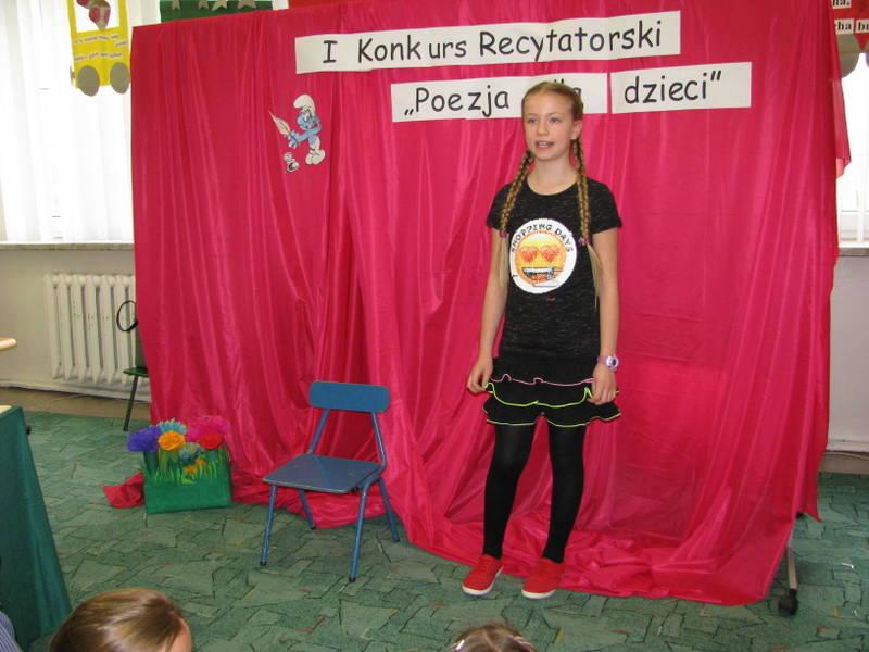 Fotografie z artykułu: Szkolny Konkurs Recytatorski 'Poezja dla dzieci'