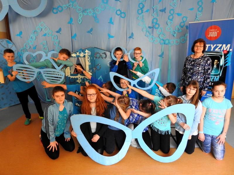 Fotografie z artykułu: Zaświeć się na niebiesko - kolejna wspaniała impreza w naszej szkole!