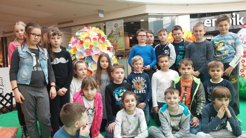 Fotografie z artykułu: Pisanka IIId reprezentuje naszą szkołę na Festiwalu Gigantycznych Pisanek w Galerii Mazovia. Głosujemy!