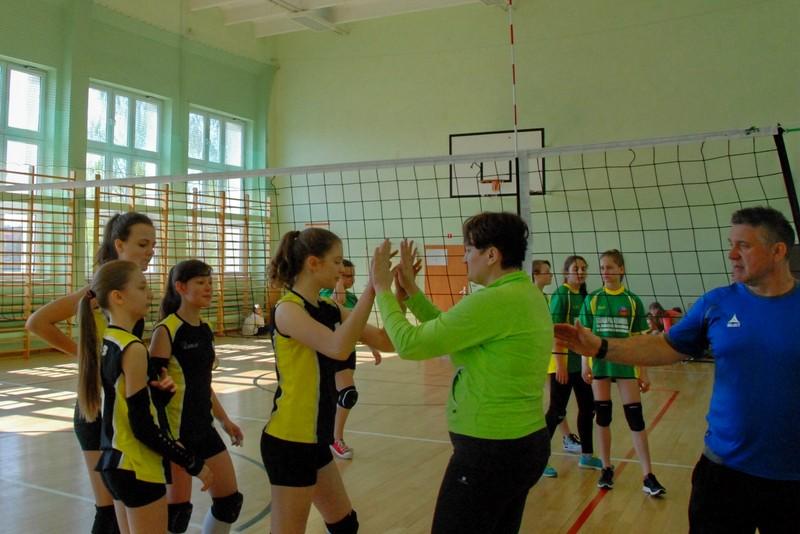 Fotografie z artykułu: Pewne zwycięstwo naszych siatkarek w Międzypowiatowych Igrzyskach Młodziezy Szkolnej.