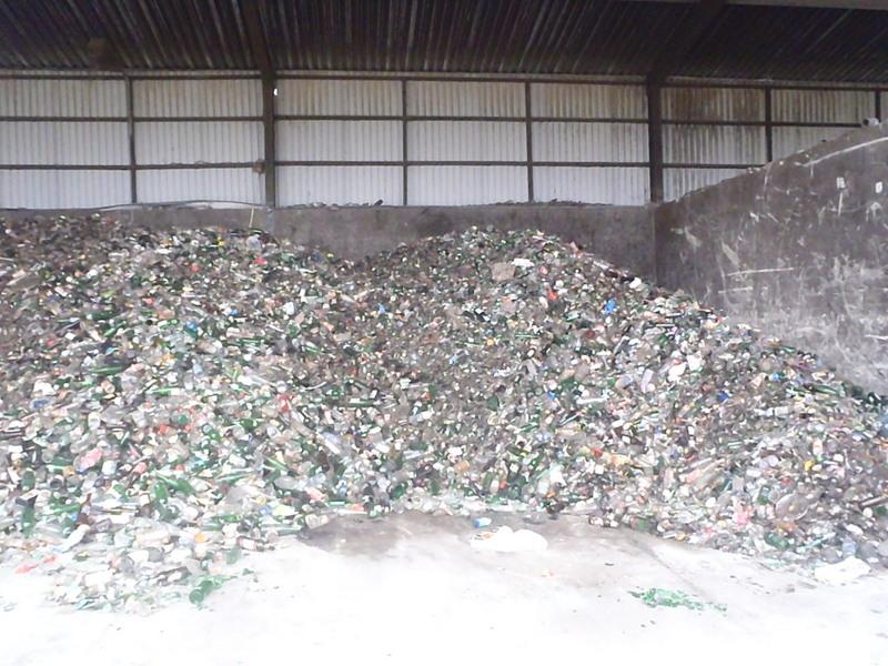 Fotografie z artykułu: Zuchy postanowiły zbadać wędrówkę śmieci.