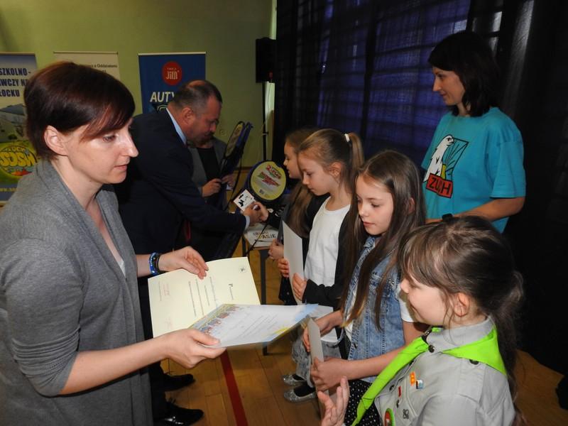 Fotografie z artykułu: Seminarium 'Funkcjonowanie osób z autyzmem w zmieniającej się rzeczywistości'.