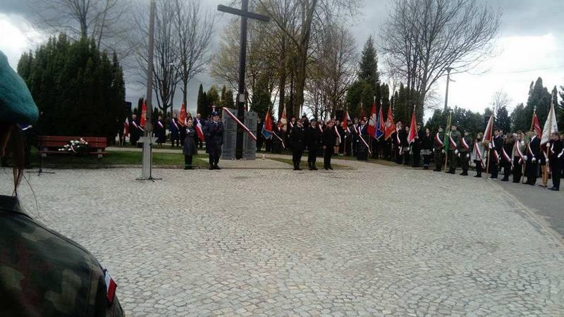 Fotografie z artykułu: Uroczystość odsłonięcia  Memoriału Sybiraków i Płocczan Pomordowanych na Wschodzie