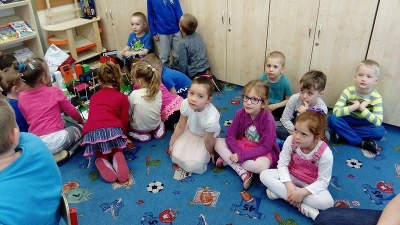 Fotografie z artykułu: Przedszkolaki z wizytą w szkole.