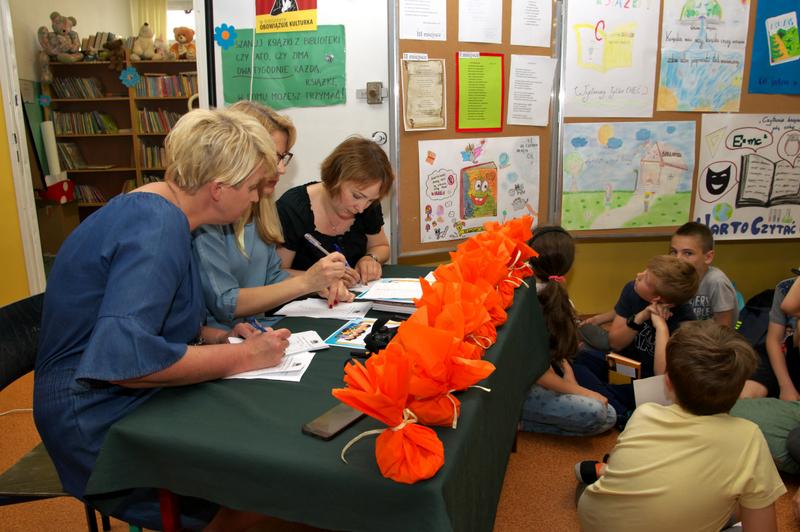Fotografie z artykułu: Majowe spotkania z książką