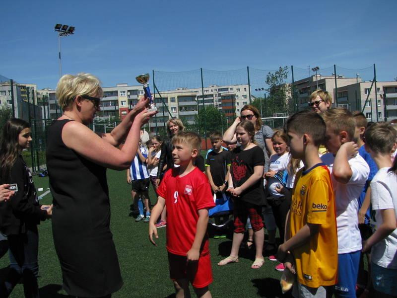 Fotografie z artykułu: Trzecioklasiści grają 'w nogę'!