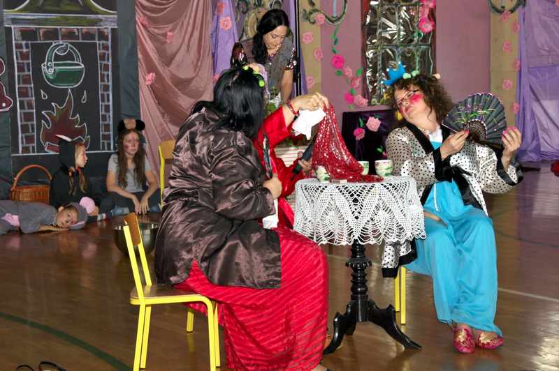 Fotografie z artykułu: 'Kopciuszek' prezentem na Dzień Dziecka dla naszych Uczniów.