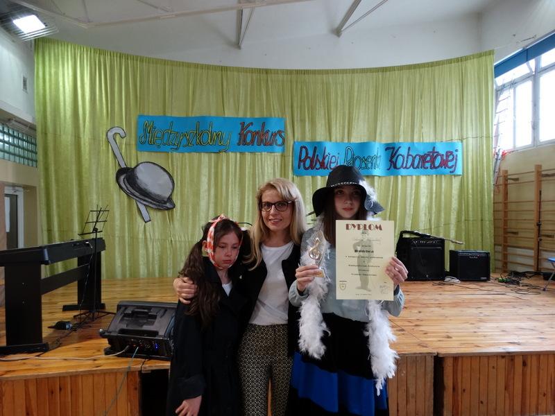 Fotografie z artykułu: Mamy laureatkę Międzyszkolnego Konkursu Polskiej Piosenki Kabaretowej!