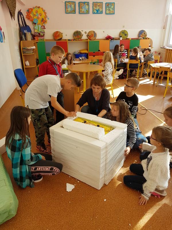 Fotografie z artykułu: Świetlica szkolna pomaga zwierzętom.