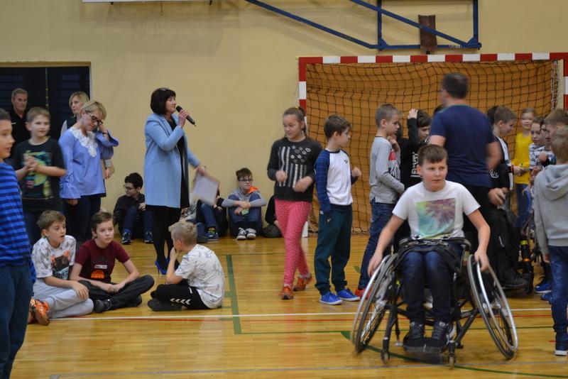 Fotografie z artykułu: Światowy Dzień Osób Niepełnosprawnych w naszej szkole