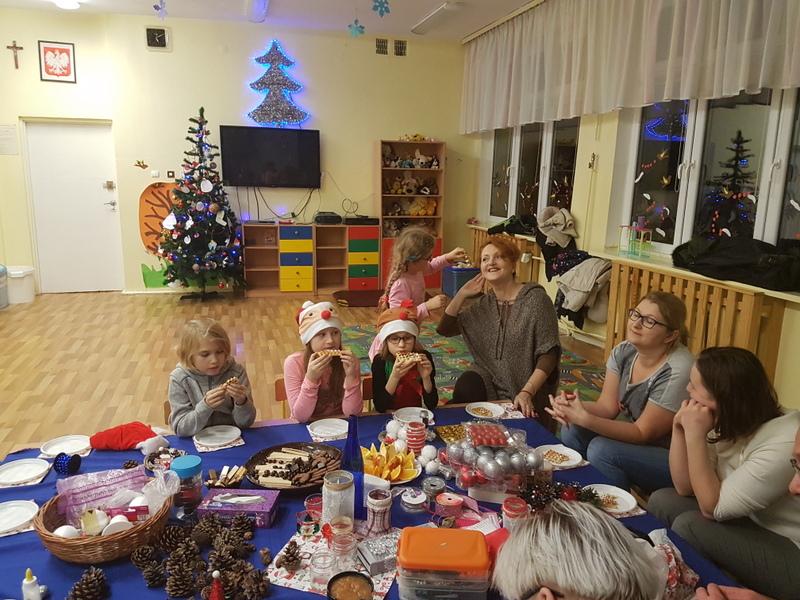 Fotografie z artykułu: Mikołajki w Klubie Wsparcia dla Rodziców