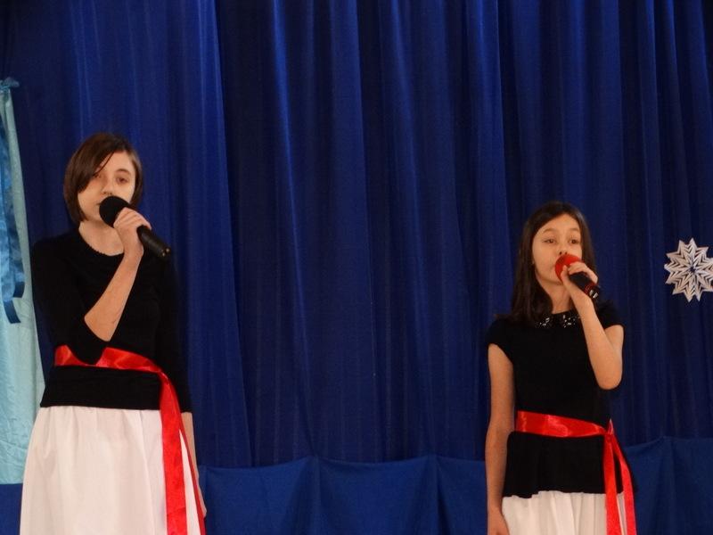 Fotografie z artykułu: Sukcesy naszych uczennic na XIV Rejonowym Konkursie Kolęd i Pastorałek