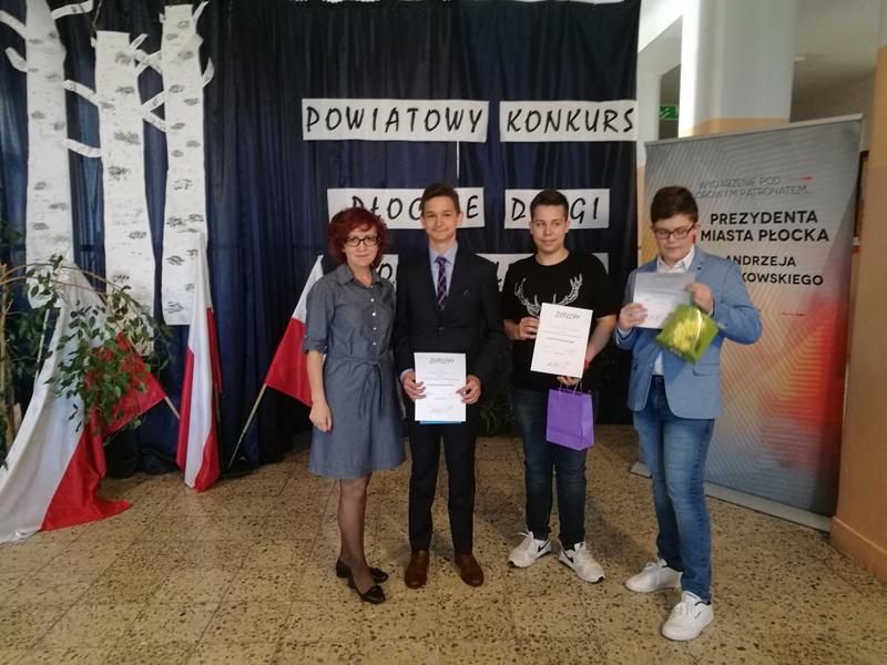 """Fotografie z artykułu: Powiatowy Konkurs """"Płockie drogi do wolności"""""""