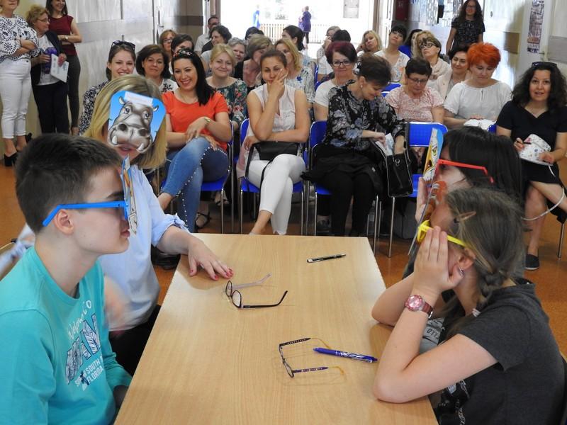 """Fotografie z artykułu: I Konferencja Naukowo – Szkoleniowa """"Opieka, wychowanie, edukacja osób z niepełnosprawnością – nowoczesność i doświadczenie"""" - warsztatowy dzień konferencji w naszej szkole."""