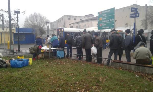 Fotografie z artykułu: Zbiórka dla ludzi w kryzysie bezdomności.