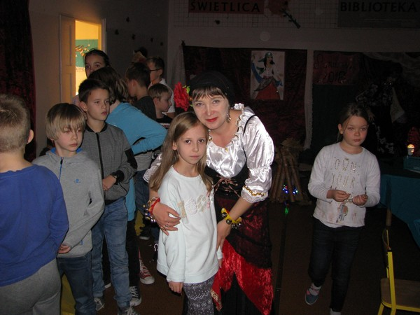 Fotografie z artykułu: Andrzejki w świetlicy…