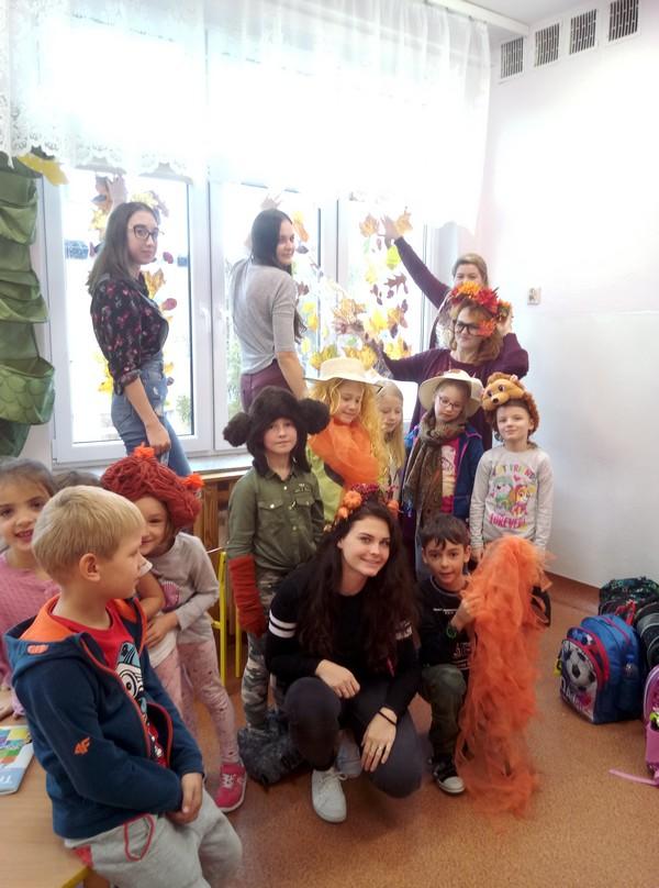Fotografie z artykułu: Studenci w naszej szkolnej świetlicy…