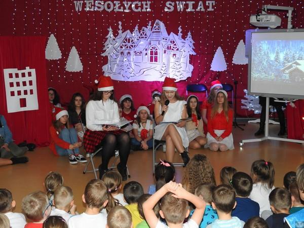 Fotografie z artykułu: Mikołaje z klasy integracyjnej VIII a odwiedzają Przedszkole nr 31!