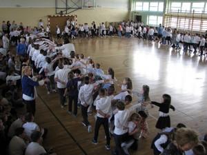 Fotografie z artykułu: Wspólny polonez z okazji święta Konstytucji 3 Maja.