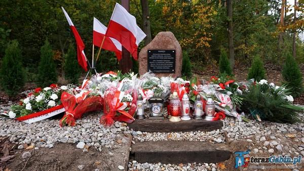 Fotografie z artykułu: Pamiętamy! Odsłonięcie  pomnika ku pamięci Henryka Jóźwiaka ps. Groźny.