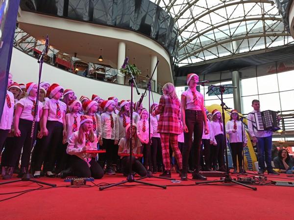 Fotografie z artykułu: Chór 'Viva la musica' już od wielu lat wspiera WOŚP.