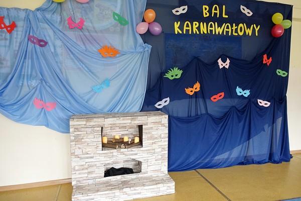 Fotografie z artykułu: Bal karnawałowy w świetlicy szkolnej.