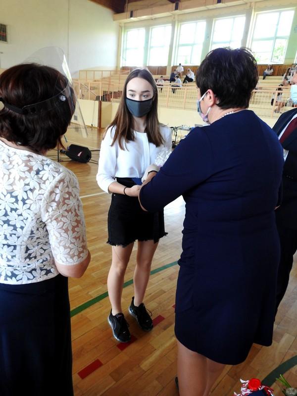 Fotografie z artykułu:  Zakończenie roku szkolnego oraz pożegnanie klas 8