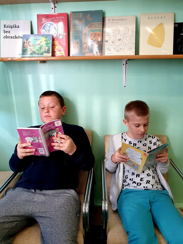 Fotografie z artykułu: Ogólnopolski Dzień Głośnego Czytania
