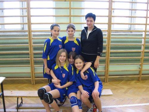 Fotografie z artykułu: II Turniej Mikołajkowy o Puchar Dyrektora SP23...